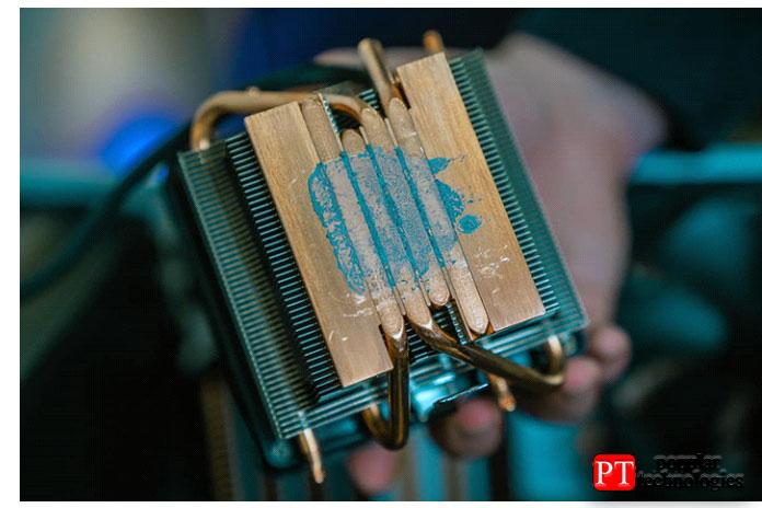 Делайте это, пока не избавитесь от всей термопасты на чипе