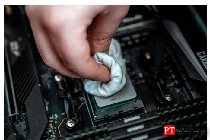 Прежде чем повторно нанести термопасту на процессор